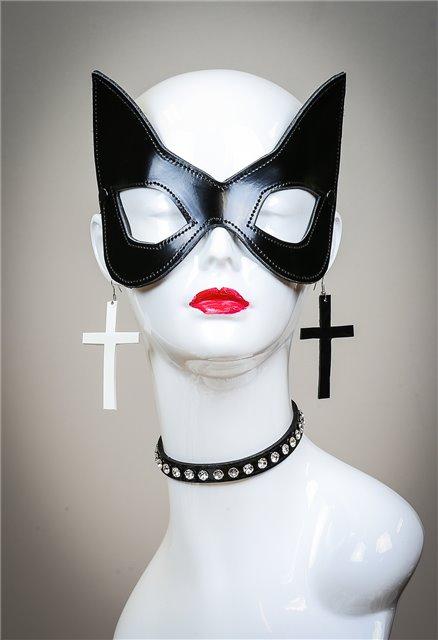 Shiny Black Cat mask 1031p Edmonton Cross earrings not included.