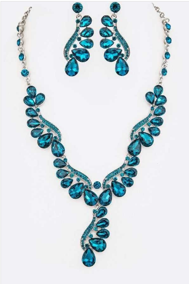 Teal crystal necklace includes matching earrings 14920 Edmonton